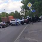 В Пензе улица Тарханова замерла в пробке из-за аварии с двумя машинами