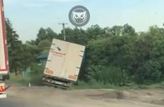 В Пензенской области грузовик слетел с дороги (видео)