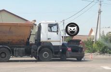 Серьезная авария в Пензе: грузовик врезался в легковушку