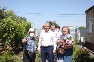 Белозерцев поздравил с золотой свадьбой супругов из Пензенской области