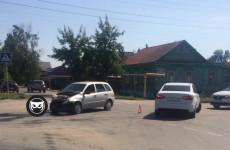 В жесткой аварии на улице Луговой в Пензе разворотило легковушку