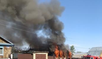 Жуткий пожар в Березовском переулке Пензы попал в объективы фотокамер