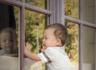 В Пензенской области трехлетний малыш выпал из окна пятого этажа