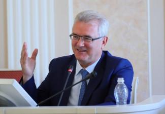 Губернатор Белозерцев позвал депутатов в санаторий