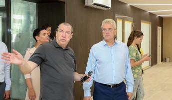 Пензенский губернатор оценил ход реконструкции бывшего Дома офицеров