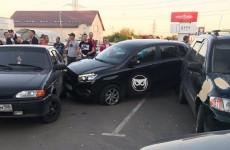 «Потерял управление». В Пензе произошло массовое ДТП на стоянке