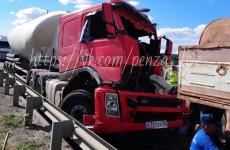 В Пензенской области в страшную аварию попали два грузовика. ФОТО