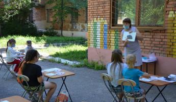 В Пензе прошло творческое занятие летнего хобби-клуба «Читаем, играем, мастерим»