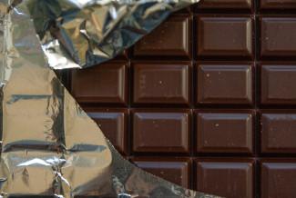 В селе Засечное неизвестный украл с прилавка 10 плиток шоколада