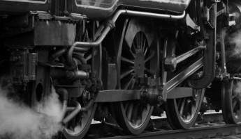 На железной дороге в Пензенской области загорелся поезд