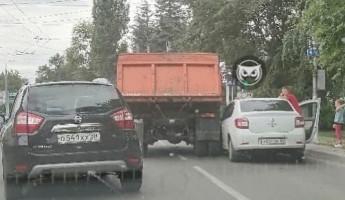 В Пензе сразу две улицы встали в пробке из-за аварии