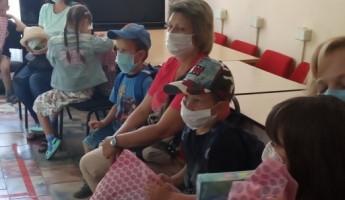 В Пензе воспитанники социального центра получили школьные наборы
