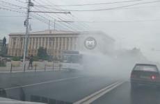 В центре Пензы загорелся автобус