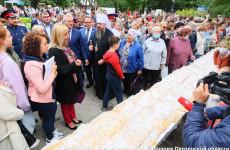14-метровый Спасский пирог сегодня попробовали гости Пензенского спаса