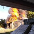 В Пензе под мостом имени Свердлова горит дом