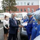 Губернатор Иван Белозерцев вручил ключи работникам скорой помощи от новых специализированных машин