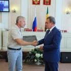 Валерий Лидин передал мемориальную доску поисковикам из Сердобска