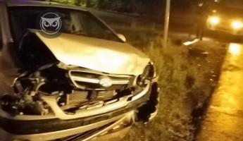 На улице Чебышева в Пензе разбился легковой автомобиль. ФОТО