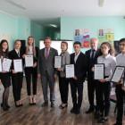 Валерий Лидин передал сертификат на 200 тысяч рублей школе села Богословка