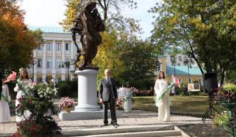 В Пензе торжественно открыли памятник Матери