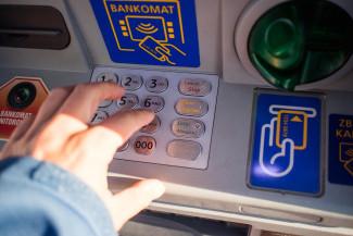 В Пензе украли забытые деньги в банкомате