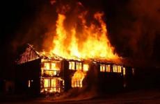Под Пензой вспыхнул двухэтажный дом