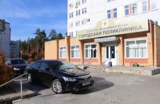 В Заречном передали медикам машины городской администрации