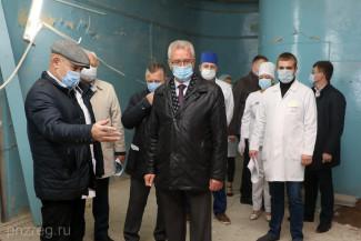 Иван Белозерцев проверил ход ремонта пензенского онкодиспансера