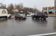 На Западной поляне в Пензе сразу три машины попали в серьезное ДТП