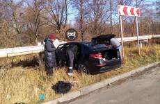 В Пензе влетел в отбойник легковой автомобиль