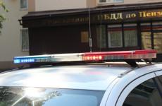 В Пензе иномарка врезалась в отбойник, женщина-водитель мертва