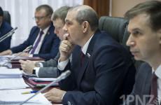 Бунт в гордуме? Почему единороссы проголосовали против главы города Мутовкина