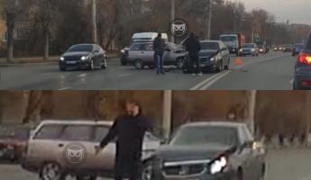 На улице Карпинского в Пензе жестко столкнулись две машины
