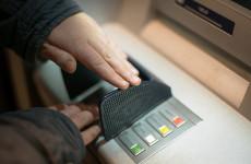 В Кузнецке у пенсионера украли банковскую карту в отделении банка