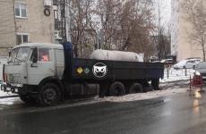 В центре Пензы «КамАЗ» ушел под асфальт. ФОТО