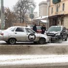 На улице Урицкого в Пензе угодили в аварию две легковушки