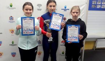 Юные пензячки взяли «серебро» на соревнованиях по конькобежному спорту