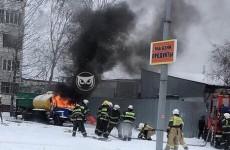 На улице Лядова в Пензе вспыхнул грузовой автомобиль