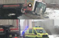 В Пензе маршрутное такси попало в серьезное ДТП