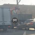 На улице Луначарского в Пензе легковушка влетела под грузовик