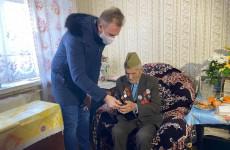 В Пензе волонтеры «Единой России» подарили слуховой аппарат участнику ВОВ