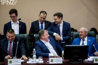 Раскол в пензенском Обкоме? Почему Георгий Камнев сливает своих депутатов молча