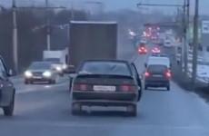 В Пензе драка пассажирки с водителем едва не привела к аварии. ВИДЕО