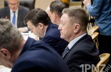 Шатается ли кресло под зампредом Юрием Денисовым?