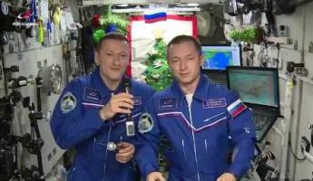 За сутки российские космонавты отметили Новый год 16 раз