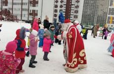 В Пензе для жителей одного из микрорайонов устроили новогодний праздник