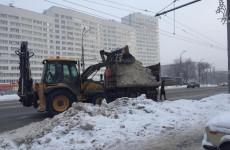 Пензенские коммунальщики продолжают борьбу с последствиями снегопада