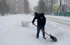 В Пензе на борьбу со снегопадом вышло более 2 тысяч дворников