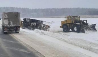 В Пензенской области попала в аварию снегоуборочная машина
