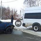 Под Пензой машина врезалась в микроавтобус